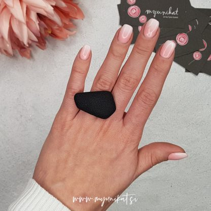 P465-GEOMETRIC-unikaten-prstan-myunikat-tjasavodeb-fimomasa-mini-crna
