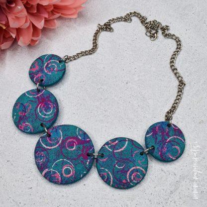 rocno-izdelana-unikatna-verizica-unikatni-nakit-myunikat-abstrakt-modra