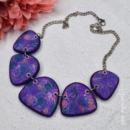 rocno-izdelana-unikatna-verizica-unikatni-nakit-myunikat-viola-abstrakt