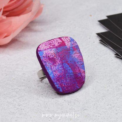 P491_rocno-izdelan-unikatni-prstan-Myunikat_TjasaVodeb-fimo-viola-abstrakt