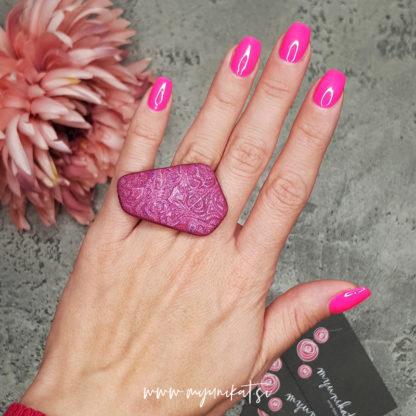 P499_rocno-izdelan-unikatni-prstan-Myunikat_TjasaVodeb-fimo-roza