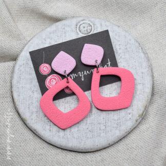 U361b-viseci-unikatni-uhani-FANTAZIJA-myunikat-TjasaVodeb-dvobarvni-roza-pastelno-roza